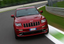 Grand Cherokee SRT8 Autoshow 2012'de podyumda