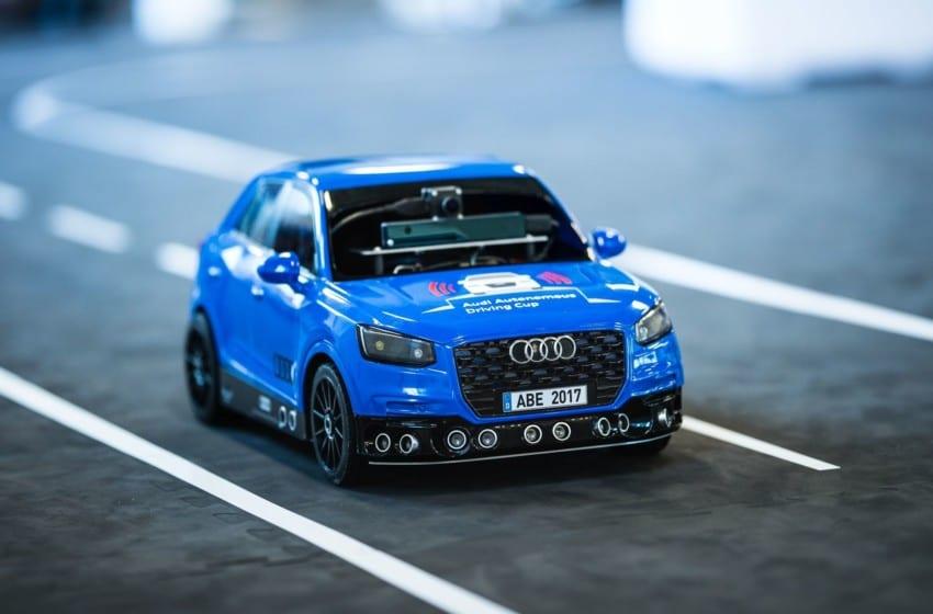 Bağımsız ve akıllı otomobiller piste çıkıyor