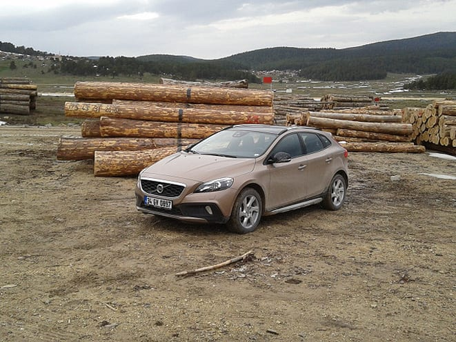 Volvo V40 Cross Country www.e-motoring.com