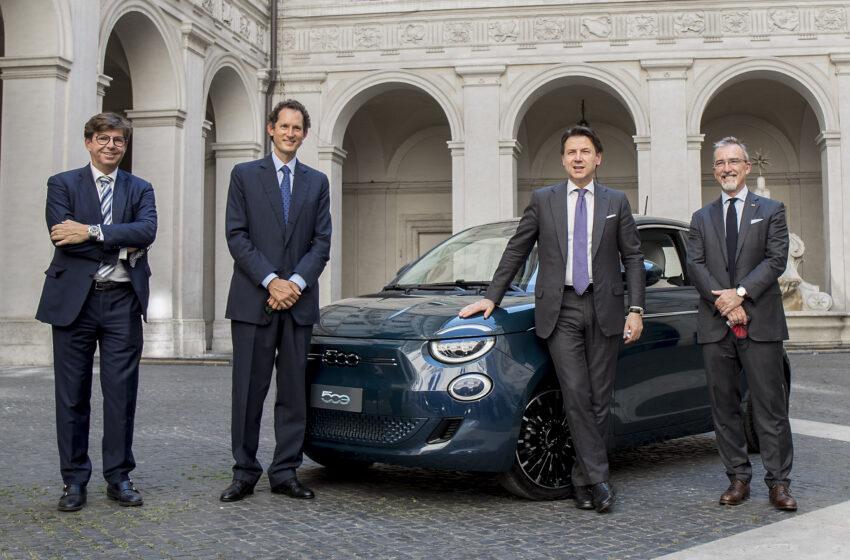 Fiat 500'ün en yenisi, İtalya'da devlet protokolüne tanıtıldı