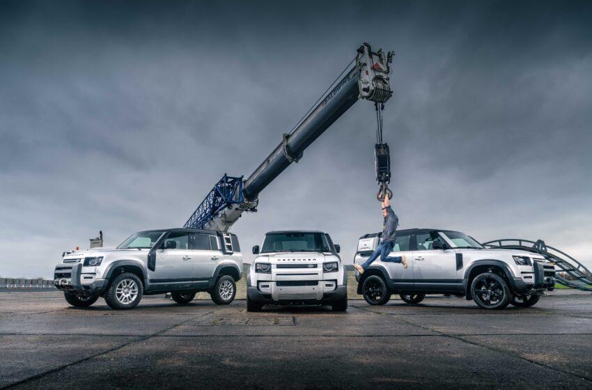 """""""Yılın Otomobili"""" ve """"Durdurulamaz Güç"""" ödülü Land Rover Defender'ın"""