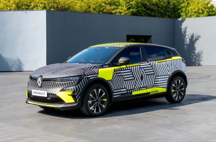Megane E-tech Electric'te üretim öncesi araçlar yola çıkıyor