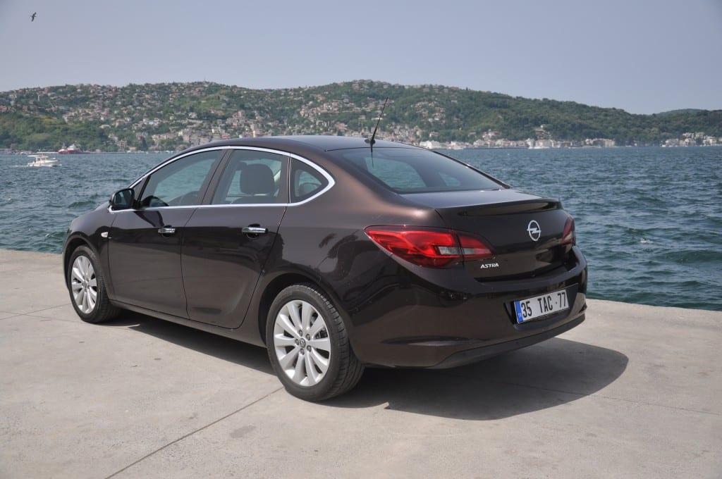 Opel Astra 1.3 CDTI www.e-motoring.com