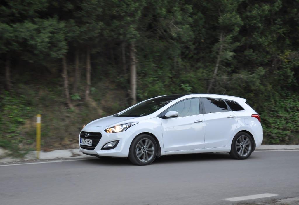 Hyundai i30 CW 1.6 CRDi 7DCT www.e-motoring.com