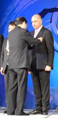 Ali Kibar'a Kore'de devlet nişanı