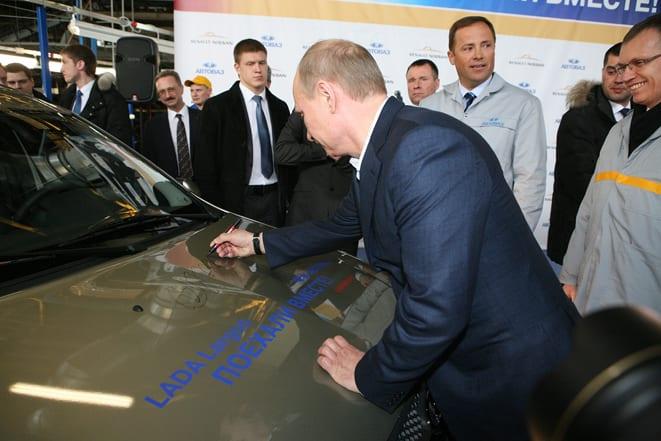 Dünyanın en büyük otomobil fabrikasını Putin açtı