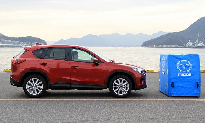 Mazda CX-5 kendisi fren yapıyor!