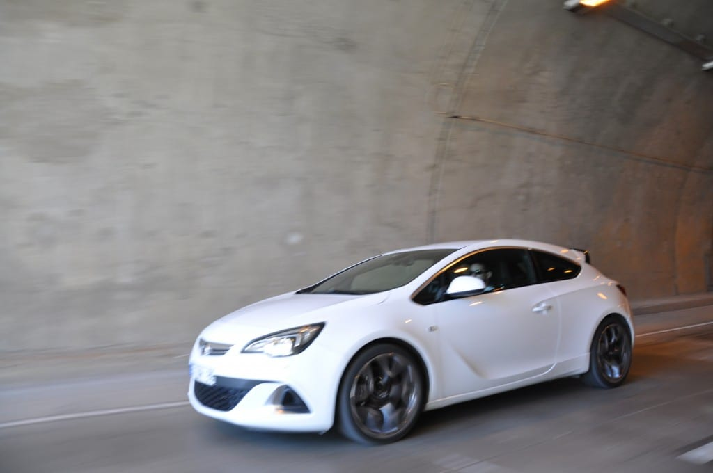 Opel Astra OPC www.e-motoring.com