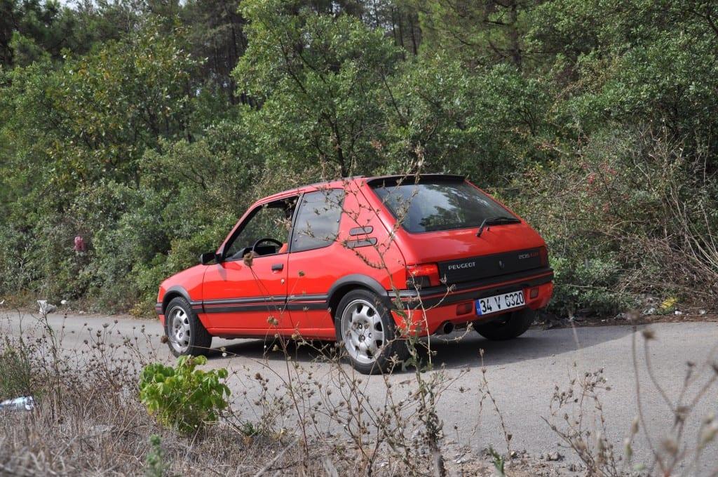 Peugeot 205 www.e-motoring.com