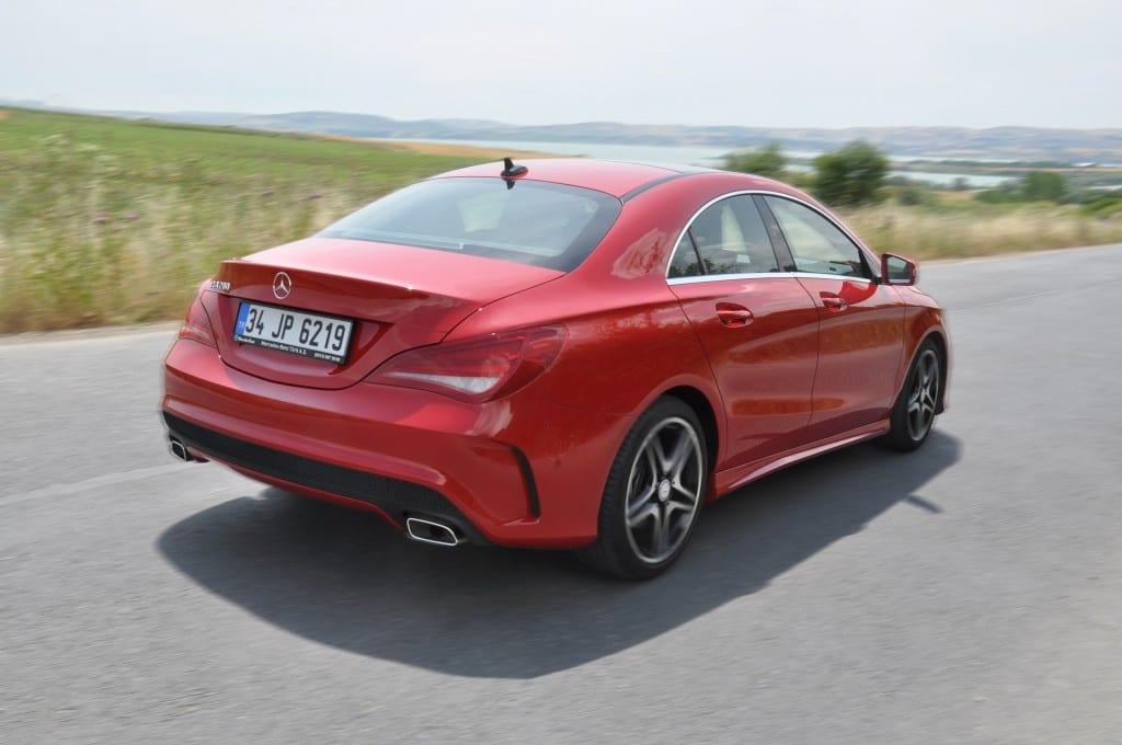 Mercedes-Benz CLA 200 AMG www.e-motoring.com