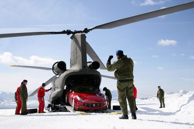 Alplerin tepesinde bir Ferrari