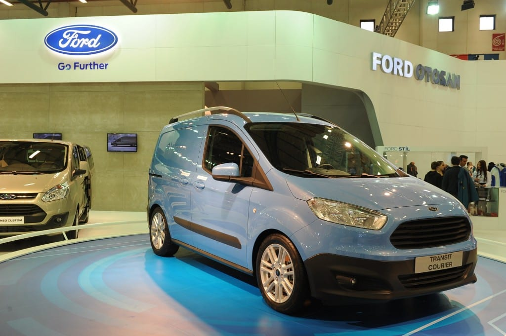 Ford_Transit_Courier www.e-motoring.com