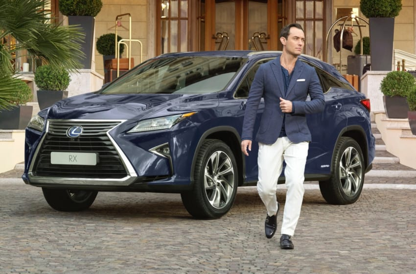 Yeni Lexus RX'in reklam yıldızı Jude Law
