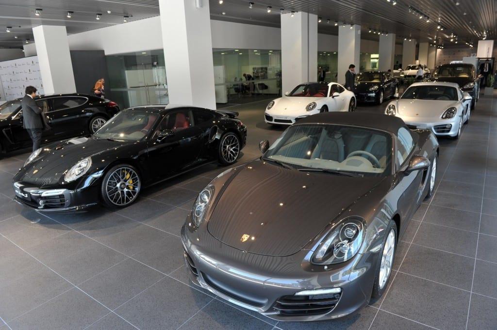 Porsche www.e-motoring.com