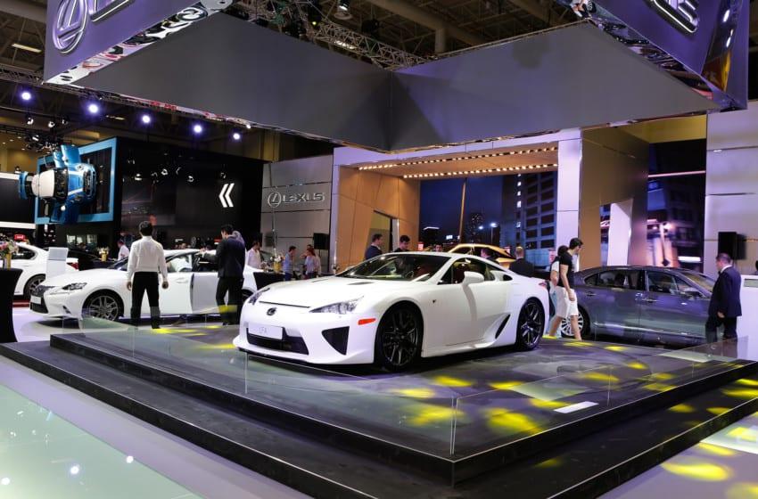 Lexus ilk siparişlerini fuarda aldı