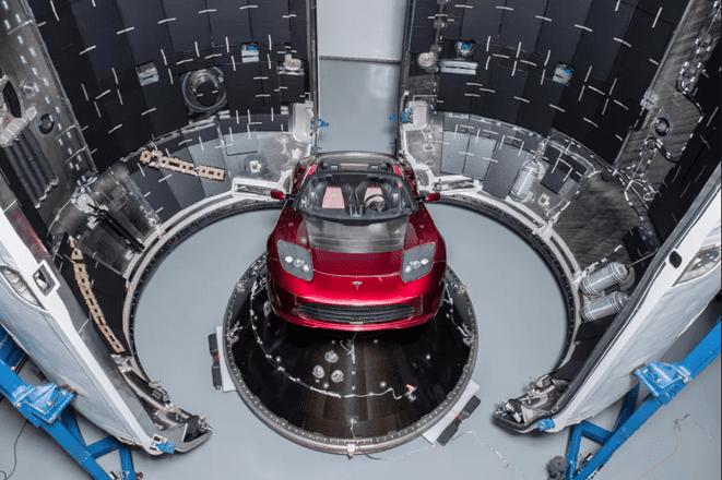 Tesla Roadster'in fantastik uzay yolculuğu başladı