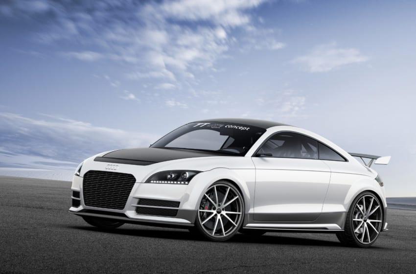 Audi TT ultra quattro concept'i tanıtıyor