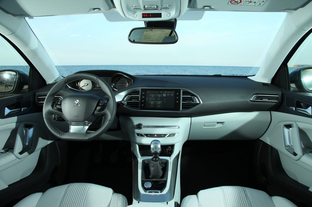 YENİ PEUGEOT 308 www.e-motoring.com