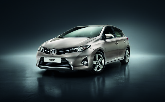 Yepyeni Toyota Auris Şubat'ta bayilerde