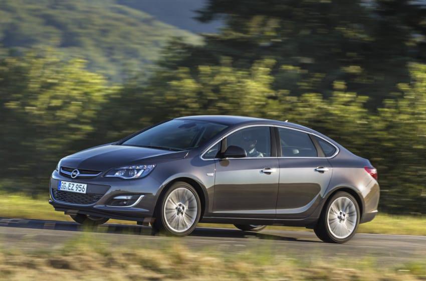 Astra Sedan Moskova'da tanıtılıyor