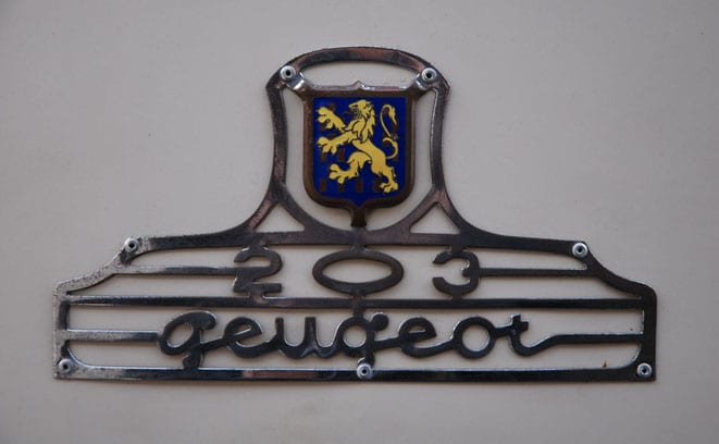 Gece vakti bir Peugeot 203…