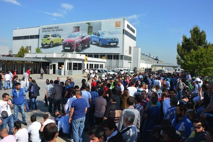 Bursa'da eylemler büyüyor: Renault işçilerine Tofaş işçilerinden destek